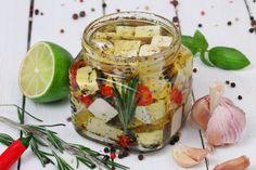 Sajt fűszeres olajban - Recept | Femina