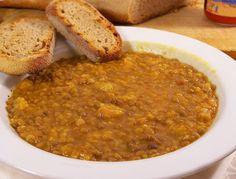 Ecco come cucinare le lenticchie in umido,   con la facile  ricetta tradizionale che prevede la sola aggiunta di un po' di pomodoro e di un soffritto