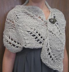 gorgeous leaf pattern capelet |  This is the tree by leaf by Courtney Buckalew-Kramer at Mosaic Yarn Studio, a local yarn store in Des Plaines, Ill.