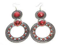 Maxi pendientes metalizados estilo joya. Con incrustaciones de piedra de resina color rojo. Decorados con detalle, rematados en forma de óvalo.  Medidas 10 cm x 6 cm    Ref.: AG7495R  http://www.meigallo.com/articulo/817/maxi-pendientes-estilo-joya-ovalados-en-rojo