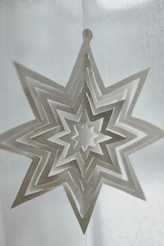 Cut paper star Christmas tree ornament. (Description in Finnish, links to original pattern)