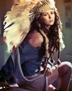 gotta make at least 1 headdress for the show Native American Women, American Indians, Native American Headdress, War Bonnet, Feather Headdress, Indian Headpiece, Feather Hair, Feathered Hairstyles, Favim