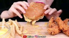Crispy Chicken Burgers, World Cutest Dog, Anime Cosplay Girls, Food Vids, All Funny Videos, Slime Asmr, Satisfying Video, Chicken Recipes, Yummy Food