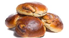 Brioche buns stuffed with praline Bread Rolls, Croissant, Pretzel Bites, Sweet Recipes, Food And Drink, Baking, Fruit, Vegetables, Ethnic Recipes
