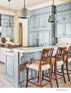 French decor French Country Kitchen in Blue Color Scheme Is Laminate Flooring Your Choice? Country Kitchen Accessories, Country Kitchen Designs, French Country Kitchens, French Country Bedrooms, French Country House, Country Style, Country Bathrooms, Country Blue, Blue Country Kitchen