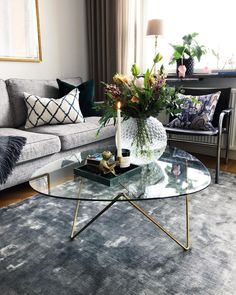 Rustic Farmhouse Spring Decor Ideas to Add a Unique Touch to Your Home this Season - The Trending House Small Living Room Design, Cozy Living Rooms, Living Room Designs, Living Room Decor, Coffee Table Styling, Decorating Coffee Tables, Shutter Decor, Branch Decor, Creative Decor