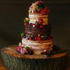 This naked #weddingcake  definitely looks #tastey!