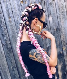 Boxer braids Pink hair Fashion Hairstyle - Boxer braids P Boxer Braids Hairstyles, Braided Hairstyles, Cool Hairstyles, Boxer Braids Tutorial, Rave Hair, Festival Braid, Colored Braids, Style Blogger, Braids With Extensions