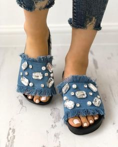 Denim Shiny Flat Tassel Non-Slip Slippers Diy old jeans Denim Sandals, Denim Shoes, Flat Sandals, Shoes Sandals, Trend Fashion, Fashion Shoes, Style Fashion, Latest Fashion, Yoga Armband