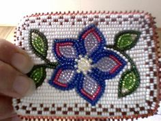 Inuit beaded card holder by Helen Okhina Blewett Indian Beadwork, Native Beadwork, Native American Beadwork, Beaded Purses, Beaded Bags, Beading For Kids, Beadwork Designs, Indian Crafts, Nativity Crafts