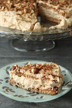 Nøddelagkage med nougatcreme (Recipe in Danish) Baking Recipes, Cake Recipes, Dessert Recipes, Sweets Cake, Cupcake Cakes, Indian Cake, Danish Food, Crazy Cakes, Hazelnut Meringue