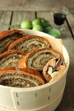 Typisch Weinviertel, Nussstrudel auf Sweets and Lifestyle Austrian Recipes, Ciabatta, Calories, New Recipes, Low Carb, Good Food, Food And Drink, Bread, Baking