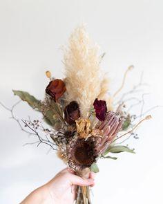 A wee cutie bouquet for a mama 💛 . Dried Flower Bouquet, Dried Flowers, Dandelion, Create, Floral, Plants, Instagram, Flower Preservation, Flowers