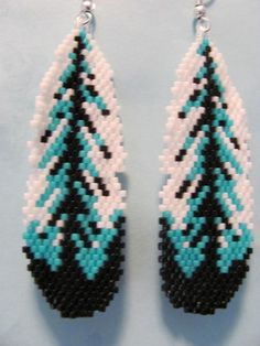 Beaded Earrings Patterns, Beading Patterns Free, Seed Bead Patterns, Moon Earrings, Feather Jewelry, Feather Earrings, Beadwork Designs, Native Beadwork, Molde