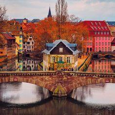 STRASBOURG, FRANCE  #strasbourg #france  Have you ever seen this house from this angle Strasbourg'ta az zamanda guzel yerlerin hepsini gezdiren sevgili @zulfikar67 'ye cok cok tesekkur ederiz❤ bu evi bu acidan gormus muydunuz? #strasbourg #france