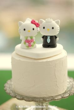 Hello Kitty & Daniel wedding cake topper #weddingcake #cat #clay #cakedecor
