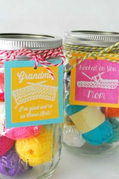 You've officially put mom in DIY heaven—and you get a warm scarf and mittens for next winter.Click through for more Mother's Day mason jar ideas. Mason Jar Art, Mason Jar Gifts, Mothers Day Presents, Mother Day Gifts, Cute Mothers Day Ideas, Starbucks Latte, Diy Gift Baskets, Perfect Mother's Day Gift, Diy Gifts