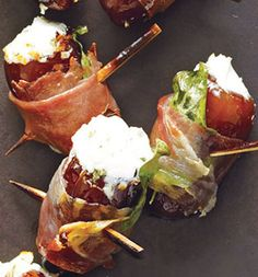Dates With Goat Cheese Wrapped in Prosciutto -- fancy! Do the dates make this healthy? Potato Appetizers, Appetizer Recipes, Great Recipes, Favorite Recipes, Fall Recipes, Prosciutto Recipes, Cheese Wrap, Clean Eating, Healthy Eating