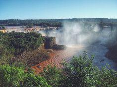 https://flic.kr/p/zaGurH   Nasci em Foz do Iguaçu e vivi lá até os 9 anos de idade. Perdi as contas de quantas vezes fui às Cataratas. Cataratas é chato.