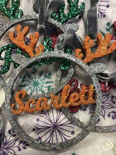 #reindeer #bauble #personalized #glitter #childrensgifts #christmascrafts #christmasgifttags Reindeer, Wreaths, Halloween, Home Decor, Decoration Home, Room Decor, Halloween Labels, Bouquet, Spooky Halloween