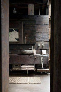 Bagno rustico in pietra e legno interior design