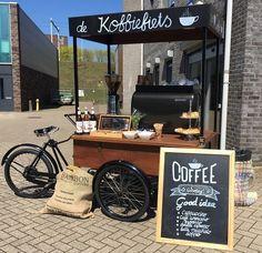 Onze koffie bakfiets huren is ontzettend leuk voor diverse gelegenheden. Voor de ontvangst van je gasten, als traktatie voor je medewerkers of als publiekstrekker. #barcompany #koffie #mobiele #koffiebar #espressobar #koffie #coffee #catering #barista #latteart #cappuccino #beursstand #congres #bedrijfsfeest #specialtycoffee #koffiefiets #bakfiets #coffeebike