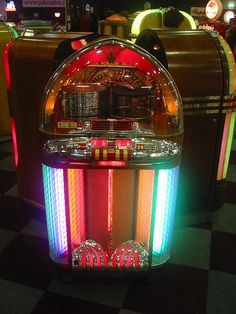 Radios, Jukebox, Rock And Roll, Radio Antigua, Music Machine, American Interior, Old Music, Soda Fountain, Record Players