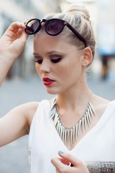 statement necklace in silver.