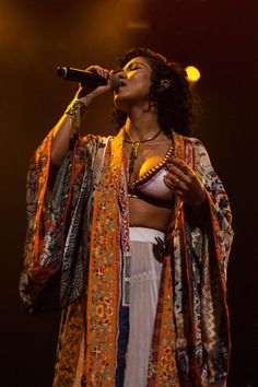 Jhena Aiko boho queen on stage #style #bohemian