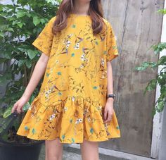 what is Ulzzang fashion - Korean Fashion Trends Colourful Outfits, Simple Outfits, Pretty Outfits, Cute Outfits, Floral Pants Outfit, Yellow Clothes, Korean Fashion Trends, Ulzzang Fashion, Sweet Dress