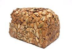 Backen muss das 5-Minuten-Brot natürlich schon etwas länger als 5 Minuten. Aber die Zubereitung des Brotteigs geht nach diesem Rezept wirklich blitzschnell.