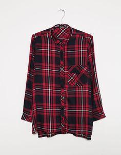 Camisa cuadros con bolsillo. Descubre ésta y muchas otras prendas en Bershka con nuevos productos cada semana