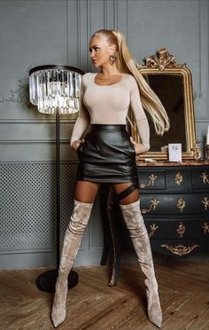 Skirts With Boots, Dresses With Leggings, Mini Skirts, Pretty Dresses, Sexy Dresses, Frauen In High Heels, Belle Silhouette, Look Fashion, Womens Fashion