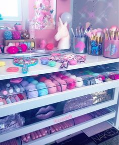 love the pastel Cute Bedroom Ideas, Cute Room Decor, Girl Bedroom Designs, Teen Room Decor, Makeup Beauty Room, Makeup Rooms, Makeup Storage, Makeup Organization, Rangement Makeup