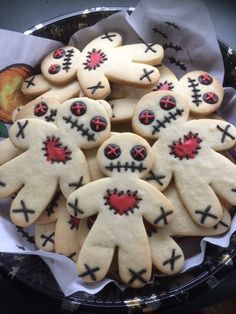 Voodoo Doll Cookies @ Not Quite Nigella Halloween Voodoo Doll CookiesYou can find Dolls and more on our website.Voodoo Doll Cookies @ Not Quite Nigella Halloween Voodoo Doll Cookies Comida De Halloween Ideas, Pasteles Halloween, Recetas Halloween, Dessert Halloween, Soirée Halloween, Halloween Goodies, Halloween Food For Party, Diy Halloween Decorations, Holidays Halloween