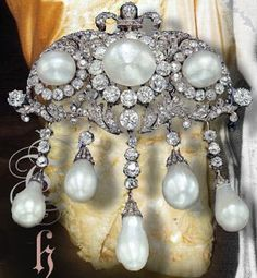 Pearl and Diamond Devant de Corsage of the House of Thurn und Taxis #Royal #jewels