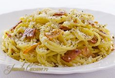 Reteta de spaghete carbonara gata in maxim 20 de minute si mult mai gustoase decat cele de la restaurant. Pentru spaghetele carbonara avem nevoie de bacon Pasta Recipes, Cooking Recipes, Healthy Recipes, Pasta Carbonara, Romanian Food, Romanian Recipes, Penne, Bacon, Good Food