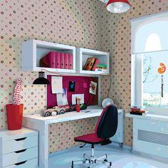 Deixar seu ambiente mais aconchegante é fundamental para quem trabalha em casa. Com uma bela decoração é possível evitar distrações e perda de produtividade.  O adesivo de parede Colorful Circles atribuir muito estilo ao seu home office.  #home #design #work #interiores