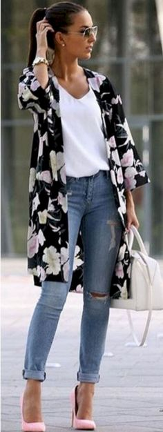 Stunning 35+ Flawless Women's Cardigan Spring Summer Outfits https://www.tukuoke.com/35-flawless-womens-cardigan-spring-summer-outfits-2241