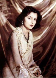 Maharani Gayatri Devi, Rajmata of Jaipur May 1919 − 29 July was born as Princess Gayatri Devi of Cooch Behar. Vintage India, Vintage Bollywood, Jaipur, Maharani Gayatri Devi, Royal Indian, Indian Princess, Thing 1, Vogue Magazine, Most Beautiful Women