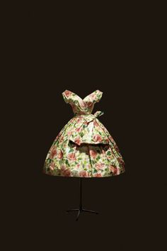 Rose de France afternoon dress in taffeta with colored rose print, Spring - Summer 1956 Haute Couture collection, Flèche line. #vintage