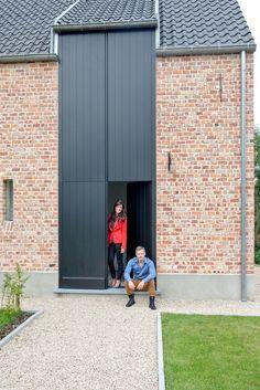 Een hoge houten voordeur van 5,60 meter hoog | Belisol