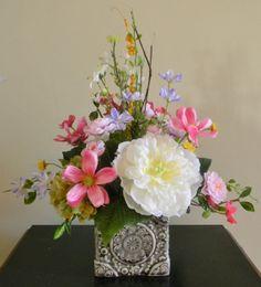 Saving for later in the spring... Spring Floral Arrangement, Flower Arrangement, Spring Decor, Table Decor