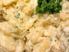 Eine schnelle und einfache Variante vom klassischen Kartoffelsalat mit Mayonnaise und Ei ...