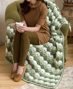 If you enjoy crocheting the shell stitch, you are going to love this relaxing Laurel Green Shells Throw. This free crochet throw pattern is a breathtaking beauty. The soft green shades and white make this crochet afghan neutral enough for anywhere. Crochet Afghans, Crochet Throw Pattern, Crochet Quilt, Crochet Blankets, Crochet Crafts, Easy Crochet, Crochet Projects, Free Crochet, Knit Crochet