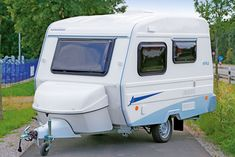 Polnische Caravan-Marke Niewiadow feiert Comeback in Deutschland Mini Camper, Teardrop Trailer, Caravans, Trailers, Recreational Vehicles, Hang Tags, Camper, Campers, Single Wide