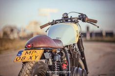Suzuki GS450L Cafe Racer by Wrench Kings - Photos by Bas Duijs Fotografie #motorcycles #caferacer #motos | caferacerpasion.com