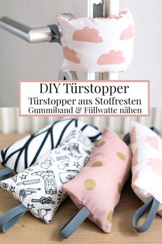 Rattling doors annoy, door stops help. Sew the DIY door stop. - DIY door stopper: Doorknob buffers made of fabric remnants, sewing rubber bands and filling cotton - Sewing Hacks, Sewing Tutorials, Sewing Crafts, Sewing Tips, Diy Crafts, Decor Crafts, Fabric Remnants, Fabric Scraps, Diy Doorstop