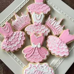 These princesses dresses and crowns were so much fun to make! Crown Cookies, Pink Cookies, Cute Cookies, Sugar Cookies, Ballerina Cookies, Princess Cookies, Cupcakes, Chocolate, Cookie Decorating
