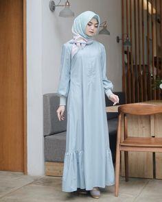 Gamis Hijab Gown, Hijab Style Dress, Casual Hijab Outfit, Casual Dresses, Abaya Fashion, Muslim Fashion, Modest Fashion, Fashion Dresses, Simple Long Dress